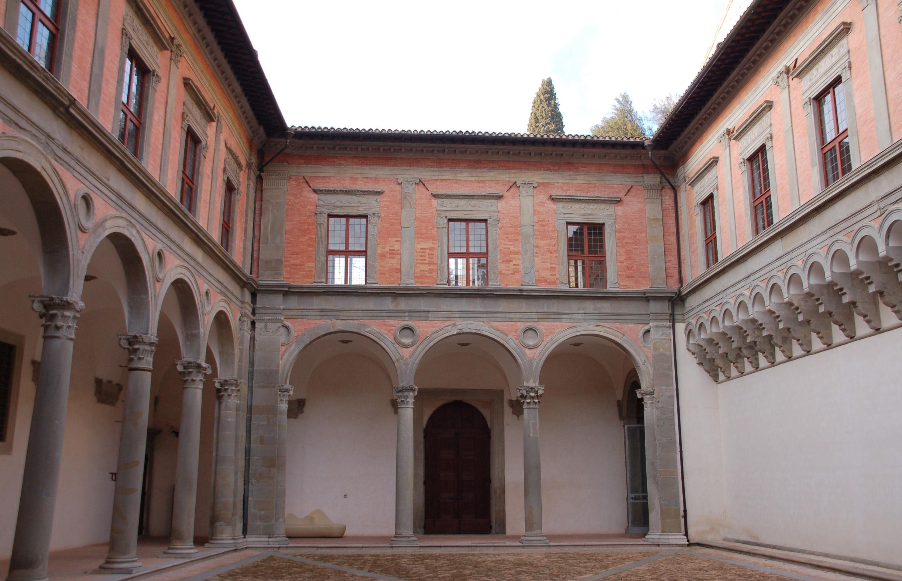 Gubbio il palazzo ducale di gubbio il cortile for Piani di coperta del cortile